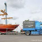 Kranung zur Probefahrt einer 8KR Segelyacht in der Marina Rünthe