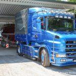 Scania Sattelschlepper V8 Zugmaschine der Bootswerft Baumgart auf dem Werftgelände in Dortmund