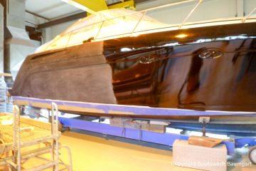Vorbereitungen zur Bootslackierung einer Formula 40 PC Motoryacht mit Effecktlack in der Werfthalle der Bootswerft Baumgart in Dortmund