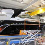Bootslackierung einer Formula 40 PC Motoryacht mit Effecktlack in der Werfthalle der Bootswerft Baumgart in Dortmund