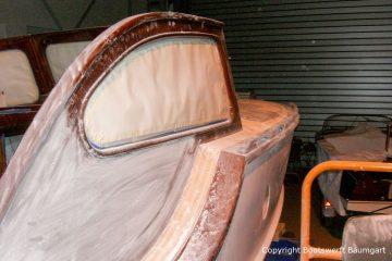 Schleifarbeiten am Führerstand der Rapsody 29 in der Werfthalle der Bootswerft Baumgart in Dortmund