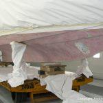 Bug mit Bugstrahlruder einer Motoryacht bei der Osmosesanierung in der Werfthalle der Bootswerft Baumgart in Dortmund