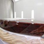 Boesch 590 St. Tropez bei der Bootslackierung in der Lackierkabine für ein Refit der Bootswerft Baumgart in Dortmund