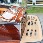 Heck mit Badebrett einer Boesch 590 St. Tropez nach durchgeführtem Refit auf dem Werftgelände der Bootswerft Baumgart in Dortmund