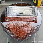 Spiegelndes Deck eines Boesch 590 St. Tropez Motorboots nach durchgführtem Refit auf dem Werftgelände der Bootswerft Baumgart in Dortmund