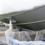 Unterwasserschiff der Chris Craft MX 25 Motoryacht beim Refit in der Lackierkabine der Bootswerft Baumgart in Dortmund