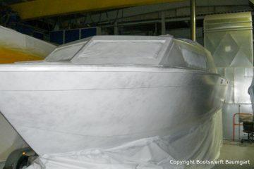 Refit der Chris Craft MX 25 Motoryacht in der Werfthalle der Bootswerft Baumgart in Dortmund