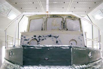 Refit einer St. Jozef Vlet Motoryacht in der Lackierkabine der Bootswerft Baumgart in Dortmund