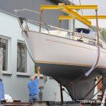 Fertig lackierte NAB 32 Segelyacht auf dem Werftgelände der Bootswerft Baumgart in Dortmund