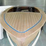 Vorbereitung zur Bootslackierung eines Boesch Junior Motorboots in der Lackierhalle der Bootswerft Baumgart in Dortmund