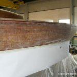 Rumpf Seite eines Drachen / Dragon Segelbootes bei der Restauration in der Werfthalle der Bootswerft Baumgart in Dortmund