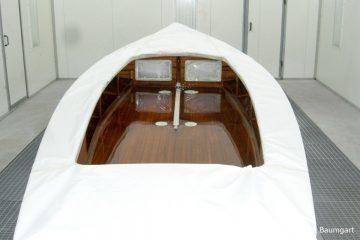 Restauration eines Kielzugvogel in der Lackierkabine der Bootswerft Baumgart in Dortmund