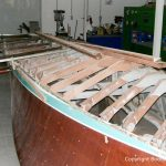 Skelett der Riva Ariston bei der Restauration in der Werfthalle der Bootswerft Baumgart in Dortmund