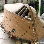 Rumpf der Riva Ariston bei der Restauration in der Werfthalle der Bootswerft Baumgart in Dortmund