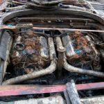 Die beiden verschlammten Motoren der Riva Super Aquarama nach der Bergung durch die Bootswerft Baumgart